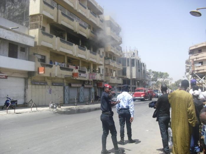Les images de l'incendie qui s'est déclaré sur l'avenue Lamine Gueye cet après midi (IMAGES)