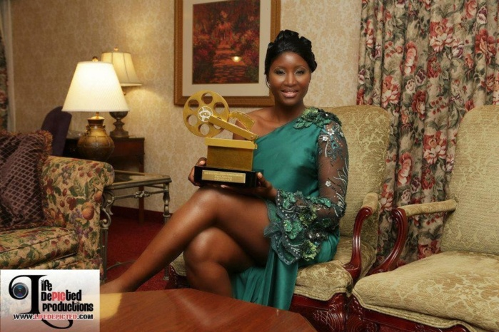 Lauréate du NAFCA 2012 Award  de la meilleure actrice de l'année, aux Etats-Unis, Binta Goudiaby souhaite ressusciter le cinéma au Sénégal.
