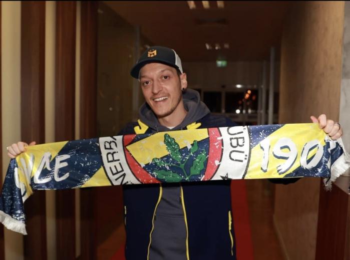 Transfert : Mesut Ozil rejoint le Fenerbahçe et la Super Lig Turc !