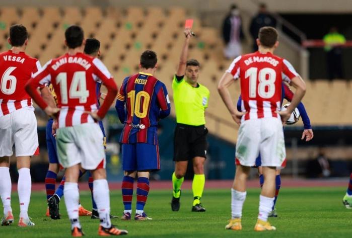 Pour Messi : Le Barça trouve la sanction lourde.