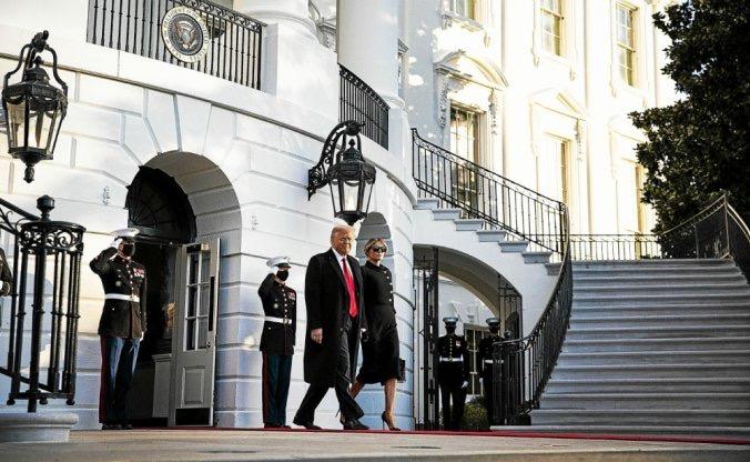 États Unis : Donald Trump quitte la maison blanche en compagnie de sa femme, Mélania.