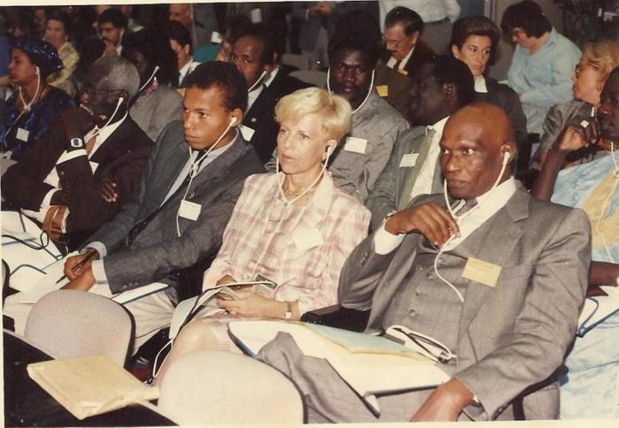PHOTO SOUVENIR - Président Wade, Karim, Mme Viviane Wade et Me Ousmane Ngom derrière