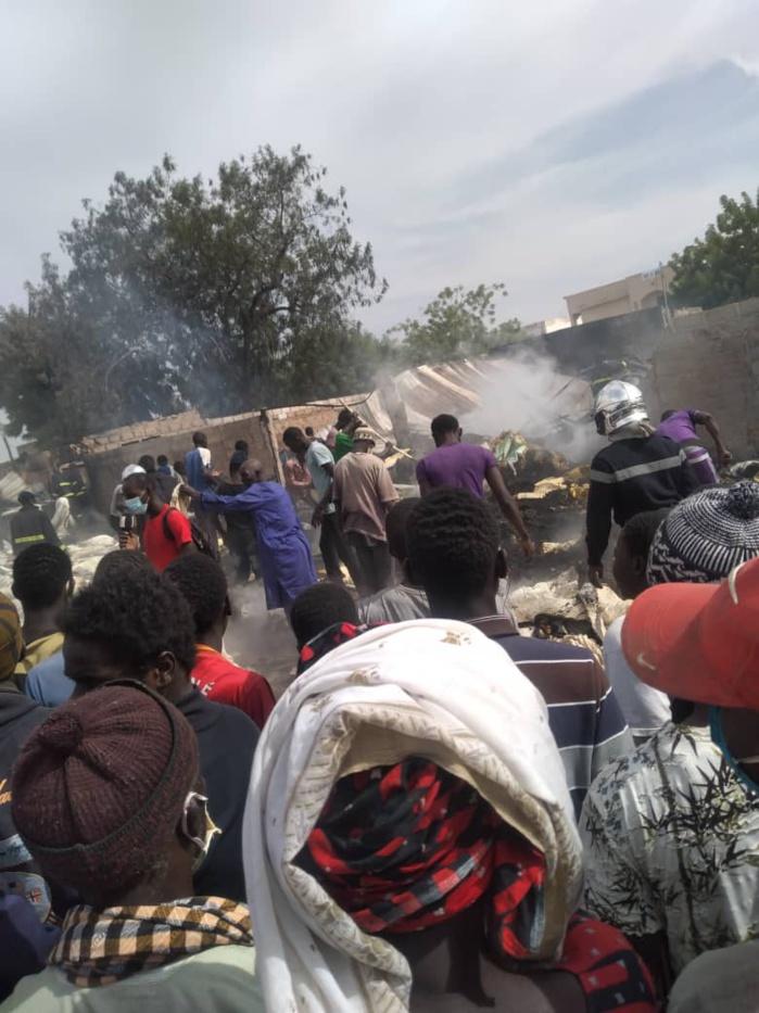 JANATU MAHWA / Un dépôt de matelas ravagé par les flammes.