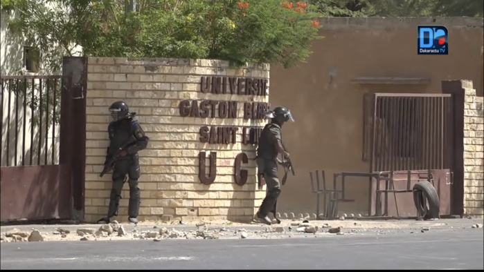 Dernière minute / UGB - Saint-Louis : De violents affrontements entre forces de l'ordre et étudiants.