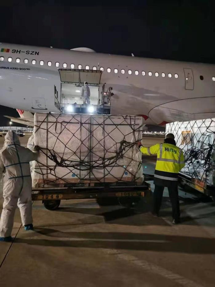 Covid-19 : Le convoi des vaccins de Sinopharm a quitté la Chine pour Dakar.