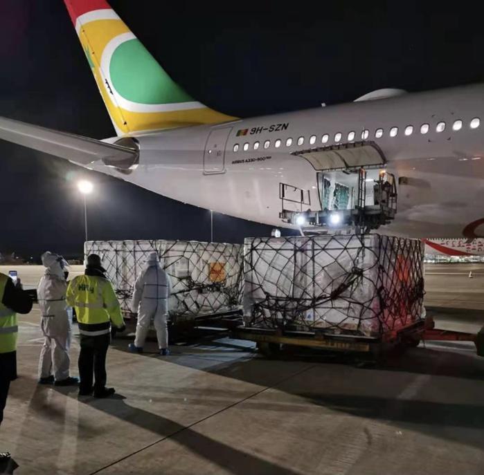 Vaccination contre le coronavirus : Le Sénégal a reçu ses premières doses chinoises.
