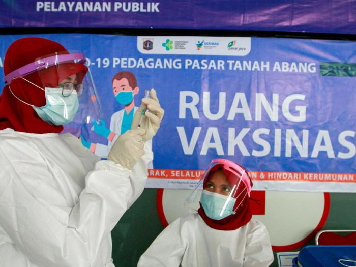 Indonésie : L'obligation de vaccination suscite la méfiance au sein de la population.