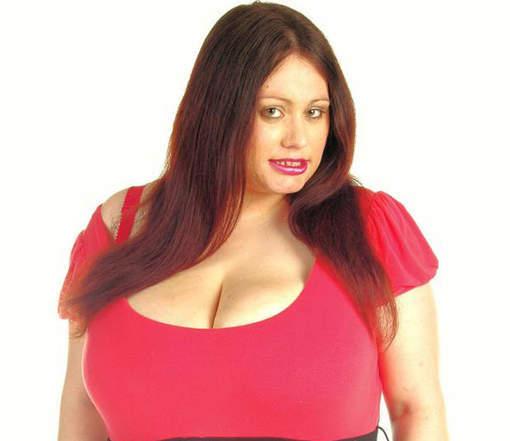 L'angoisse de la femme aux plus gros seins d'Angleterre