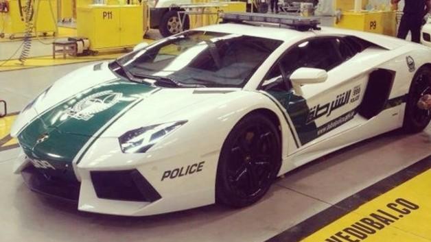 La police de Dubaï roule en… Lamborghini Aventador