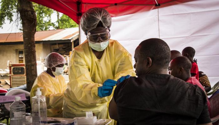Guinée : Début de la vaccination contre Ebola pour endiguer la nouvelle épidémie.