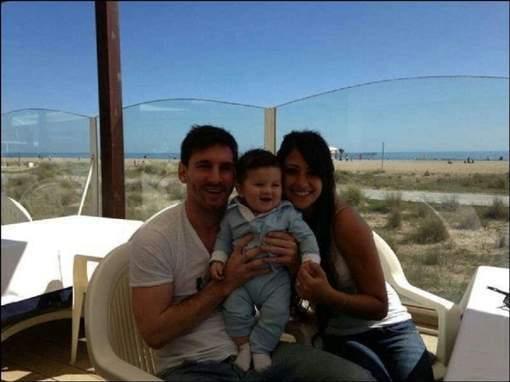 Messi publie une photo de son fils sur Facebook