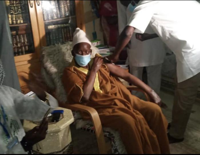 COVID-19 : Le Khalife général de Médina Baye a pris sa dose.