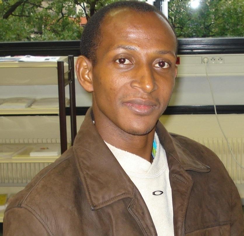 « En Guinée-Conakry, les ethnies ont toujours cohabité ensemble dans la paix, mais ce sont les politiciens qui en ont fait un problème », affirme l'écrivain-chercheur Amadou Oury Diallo