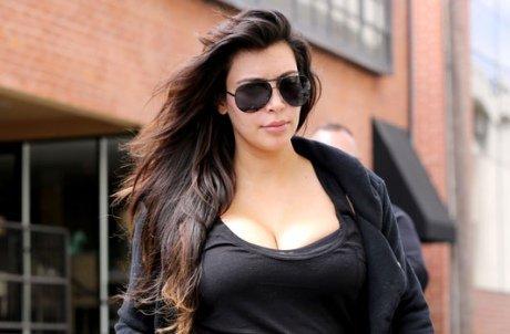 Kim Kardashian : décolleté indécent avant d'aller au sport et de peut-être s'installer à Paris
