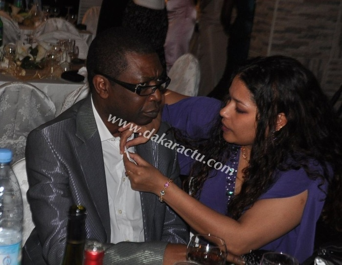 En bonne épouse, Aida Coulibaly refait la chemise de son ministre de mari