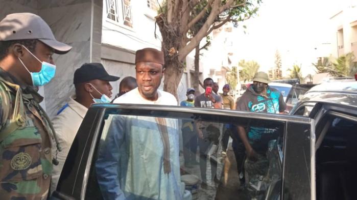 Cité Keur Gorgui: quelques images de la devanture de chez Ousmane Sonko sur le départ pour le Tribunal