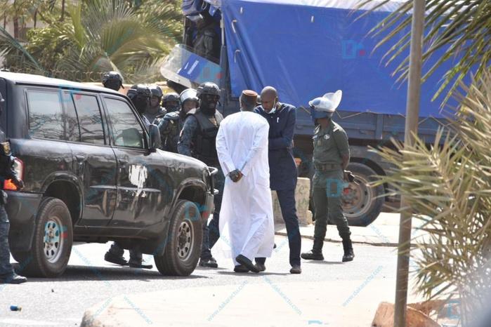 Les images de l'arrestation de Ousmane Sonko à Mermoz
