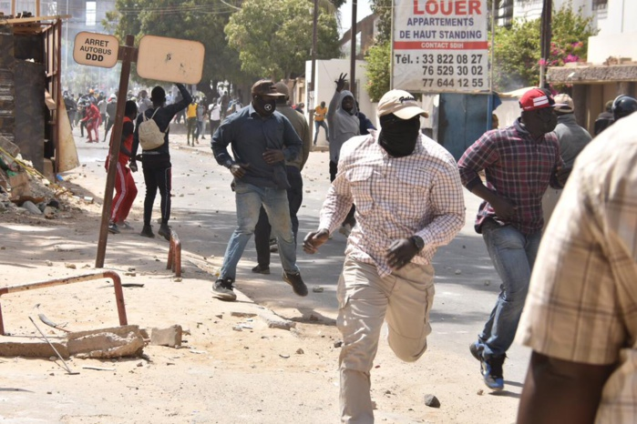 Nervis et politique au Sénégal : « Ces gros gaillards qui sèment la terreur ont de l'histoire avec les politiciens ». (Commissaire à la retraite)