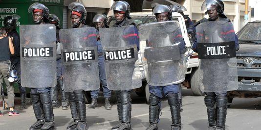 """Marche des libéraux: La police déploie 700 hommes et son """"dragon"""""""