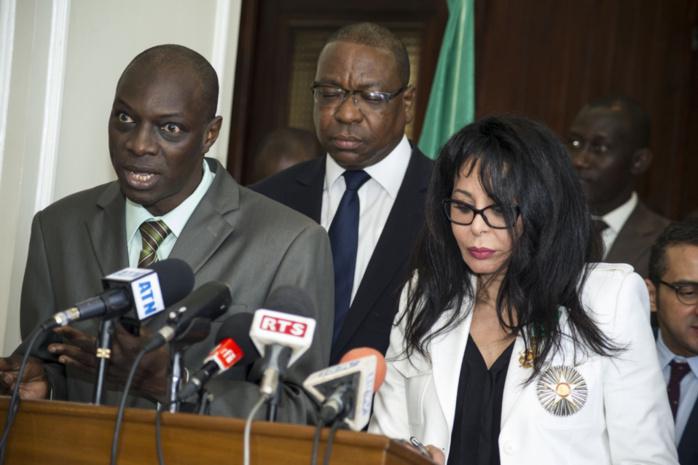 Les images du point de presse de Yamina Benguigui ministre français de la Francophonie et Mankeur Ndiaye Ministre des Affaires Etrangères, tenu le 22 avril 2013 au ministère des Affaires Etrangères.