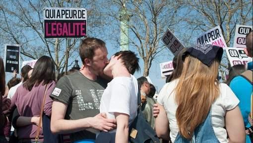 La France adopte le mariage homosexuel