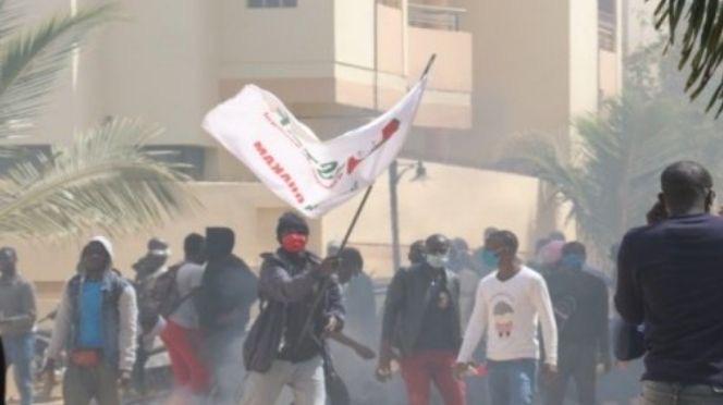 Manifestation à Ziguinchor / La police et l'armée encadrent les marcheurs de la paix et le maire de Sindian rejoint le Pastef