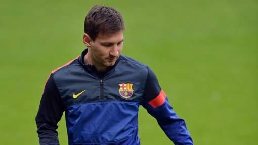 Messi titulaire, Van Buyten sur le banc