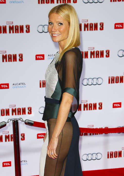 """La """"plus belle femme du monde"""" fait sensation en robe transparente"""