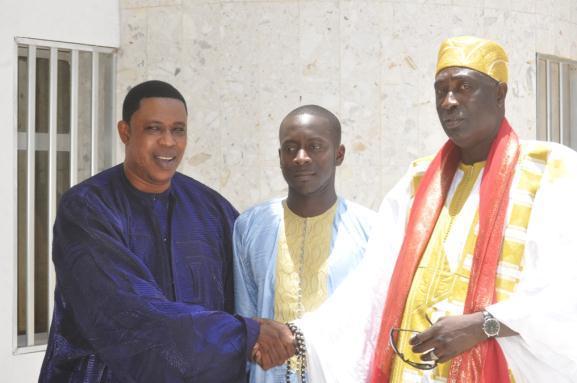 Bamba entouré des fils du Khalif des Layène et Pape Ibrahima Diagne le nouveau Grand Serigne de Dakar fils de feu Bassirou Diagne