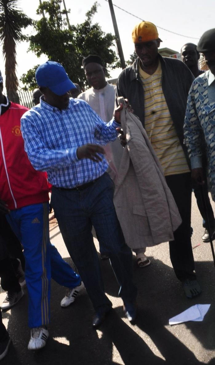 Me Madické Niang accompagné de son fils Aly à la marche des libéraux