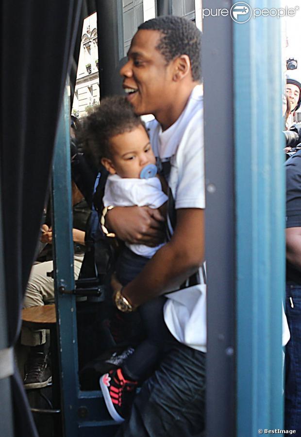 Beyoncé, Jay-Z et leur fille Blue Ivy : Pause déjeuner en plein Paris