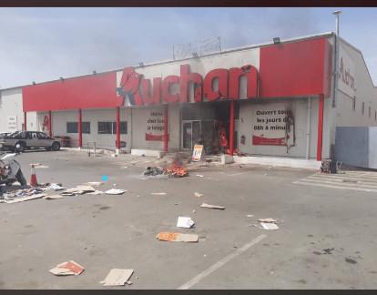 Incidences des manifestations sur Auchan : 21 magasins Auchan pillés et 1.730 employés risquent d'aller au chômage, les partenaires et fournisseurs sur le qui-vive.
