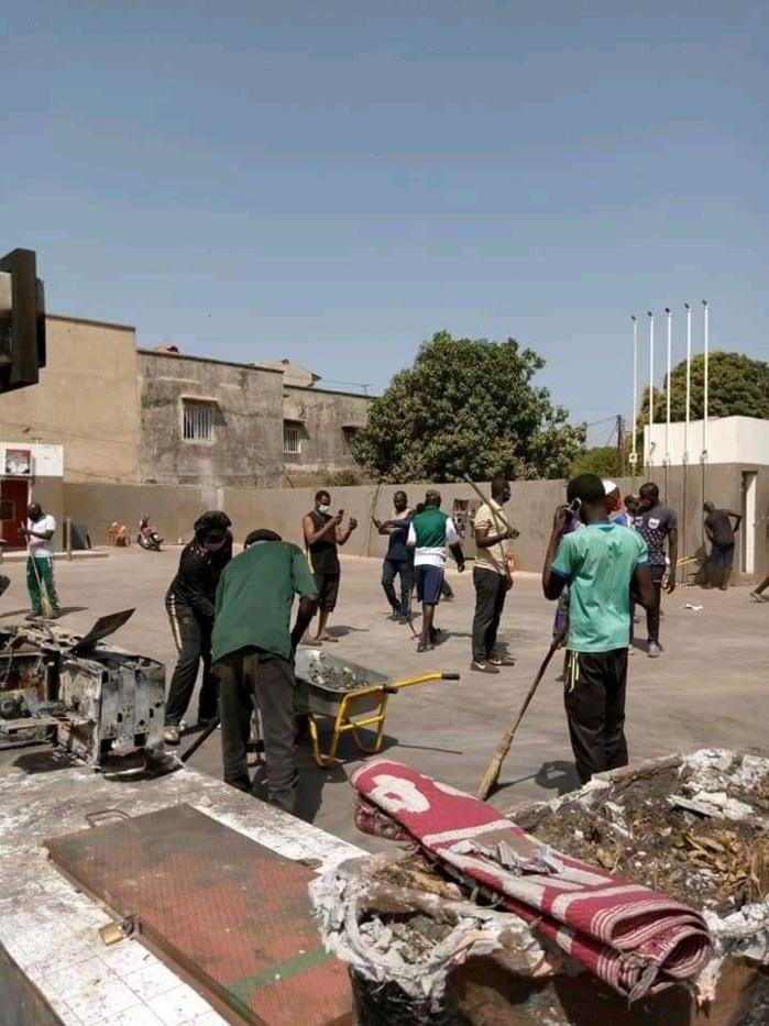 Lendemain d'émeutes : Les jeunes de Bignona nettoient la ville mise à sac.