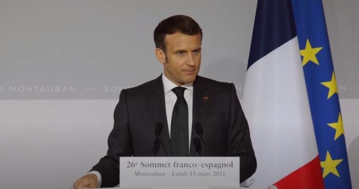 Covid-19 : Emmanuel Macron suspend le vaccin AstraZeneca en France.