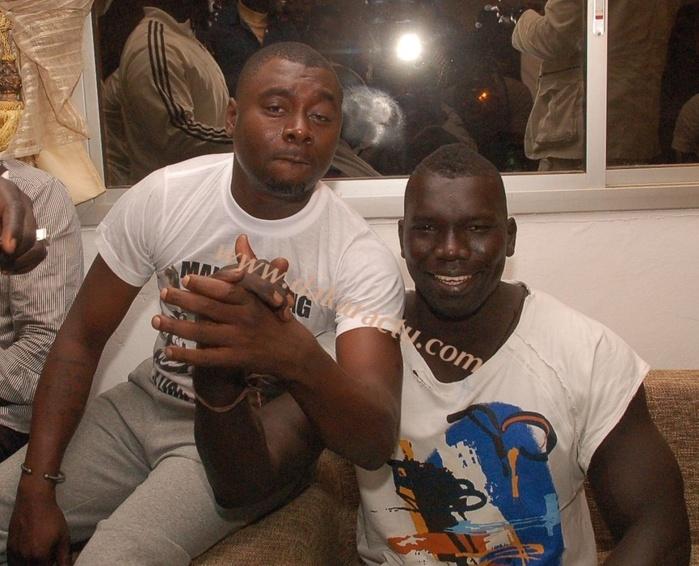 Après sa victoire, Malick Niang s'est rendu directement chez Cheikh Amar (IMAGES)