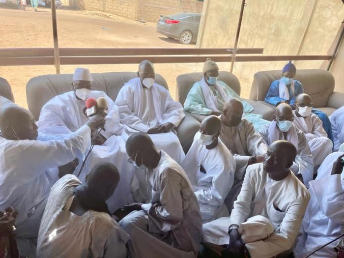 DAROU SALAM TYP/ Le Khalife des Mourides reçoit la délégation du Président, salue ses efforts pour la paix et accepte ses condoléances suite au décès de Serigne Bass Typ.