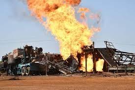 Puits de gaz de Ngadiaga / Le feu maîtrisé :  Les techniciens sénégalais s'attaquent au démontage du Wellhead.