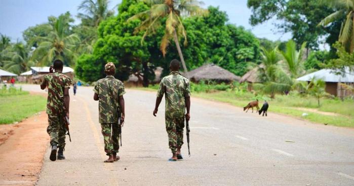 Assaut jihadiste dans le nord-est du Mozambique : 180 personnes prises au piège dans un hotel, 7 morts dans une tentative d'évasion.