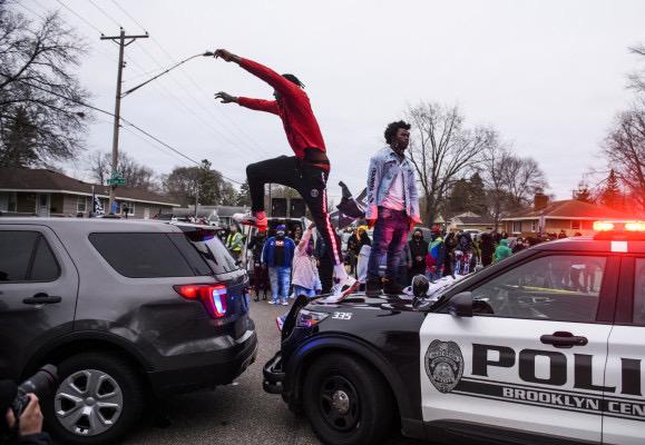 Une bavure policière ravive les tensions dans la ville — Minneapolis