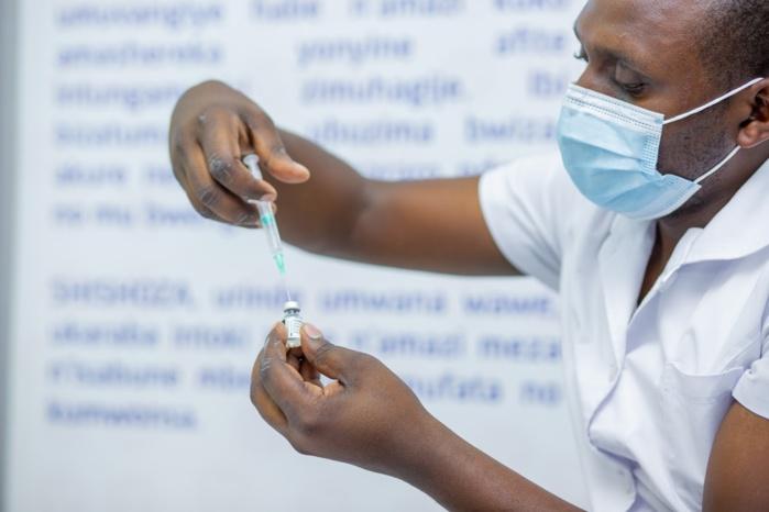 Covid-19 : L'Oms juge ''nécessaire'' l'augmentation des investissements nationaux pour l'amélioration de l'accès universel aux vaccins.