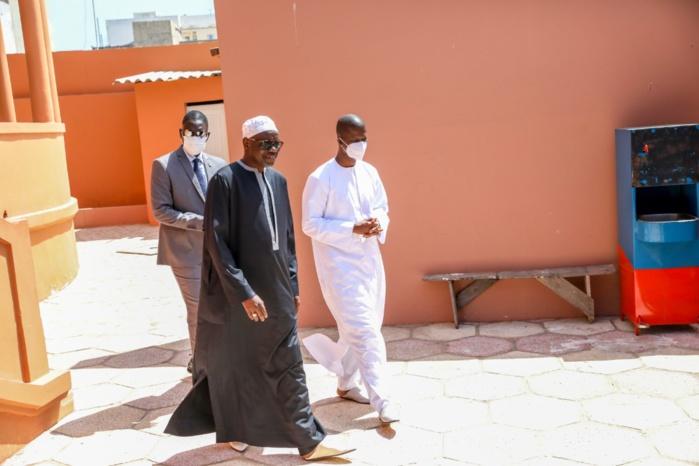 Visite de courtoisie : Le ministre de l'intérieur chez le Khalife Général des Tidianes.