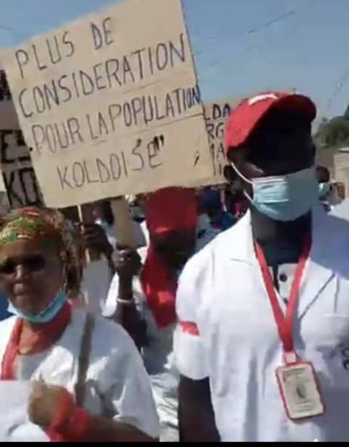 Kolda : La marche de l'intersyndicale de l'hôpital régional qui réclamait de meilleures conditions de travail, a été dispersée par la police par des grenades lacrymogènes.