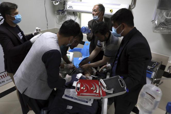 Afghanistan : au moins 25 morts dans une explosion près d'une école à Kaboul.