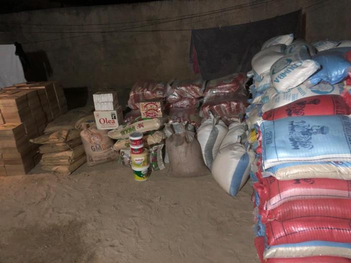 Journée de solidarité : Adji Mergane Kanouté distribue plusieurs tonnes de riz, du sucre, de l'huile etc...