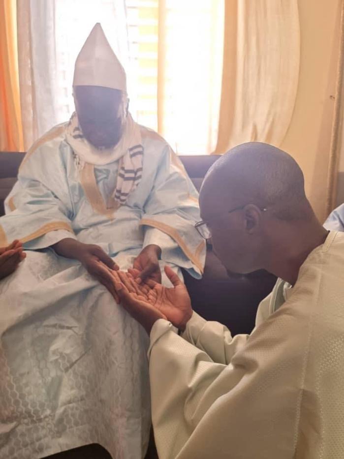 TOUBA - Ousmane Sonko reçu par le Khalife Général des Mourides et par Serigne Moussa Nawél.