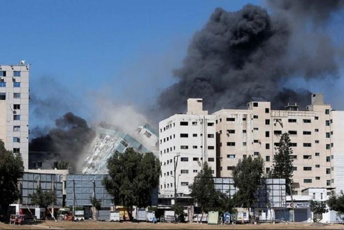 Gaza : Un bâtiment abritant des médias internationaux bombardé par l'armée Israélienne.