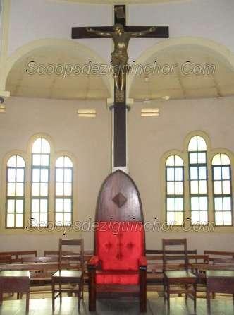 CELUI-CI EST MON FILS BIEN-AIME Le FAIT INSOLITE du 16 juin à la Cathédrale St Antoine de Padoue lors de la Grande Messe du Jubilé des 125 ans.