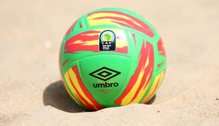 """CAN Beach Soccer 2021 : Découvrez en détails le ballon officiel de la compétition, le """"Neo Swerve"""" aux couleurs Sénégalaises."""