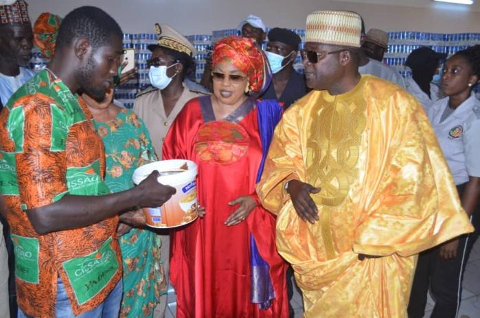Tournée de madame le ministre de la femme à Kaolack : Ndèye Saly Diop Dieng visite les installations de CISSAGRO de Baye Ciss.
