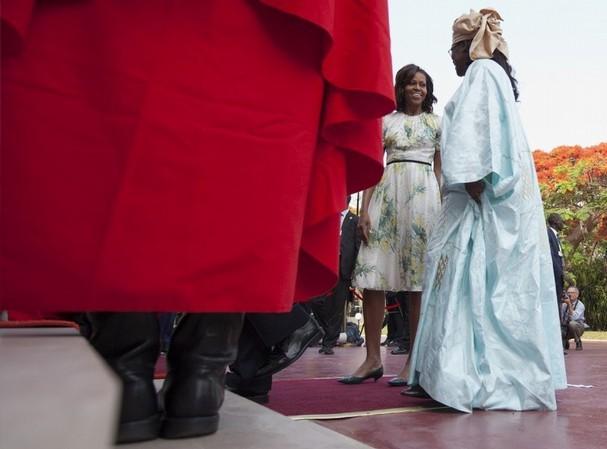 """Le site américain """"Guardianlv.com"""" demande à Michelle Obama d'apprendre à Marième Faye à bien s'habiller (Vidéo)"""